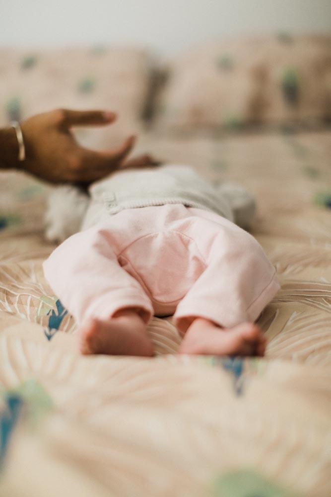 bebe-maison-cocooning-naissance-photo-newborn-photographe-famille-nicolaselsen